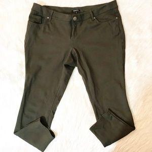 Torrid 18 Pants Women Ankle length skinny stretch